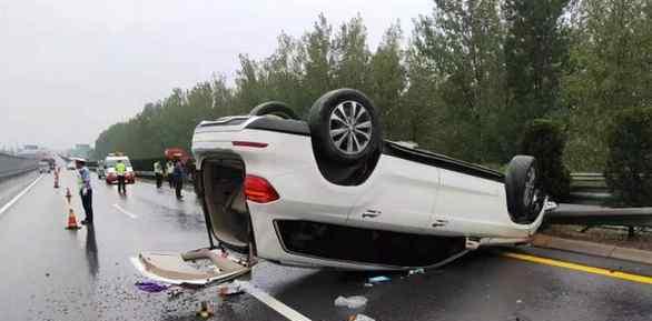 """高速路上演灵异事件,两车相撞后另一车神秘""""消失"""""""