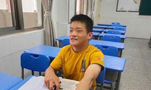 芜湖19岁脑瘫少年高考623分 各科成绩曝光