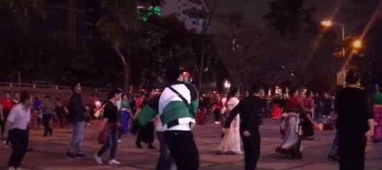 张艺兴跳广场舞 张艺兴在哪跳广场舞?什么情况?