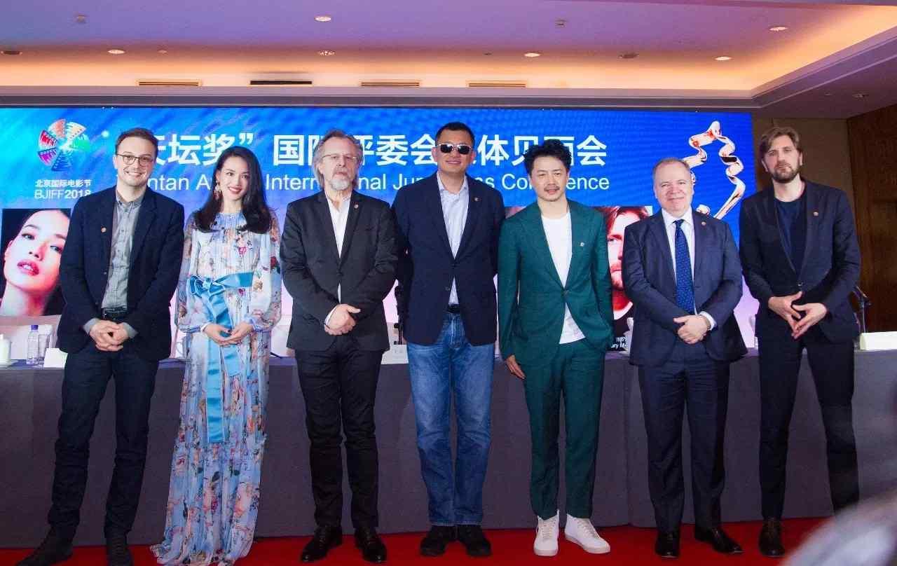 方宁 郑东方、方宁应邀出席第八届北京国际电影节开幕式