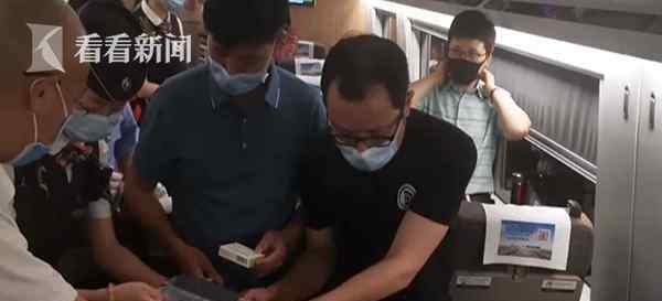 援鄂医生高铁上救人 究竟发生了什么