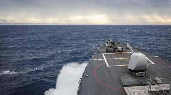 美舰擅闯南沙海域 中方警告驱离 现场画面曝光