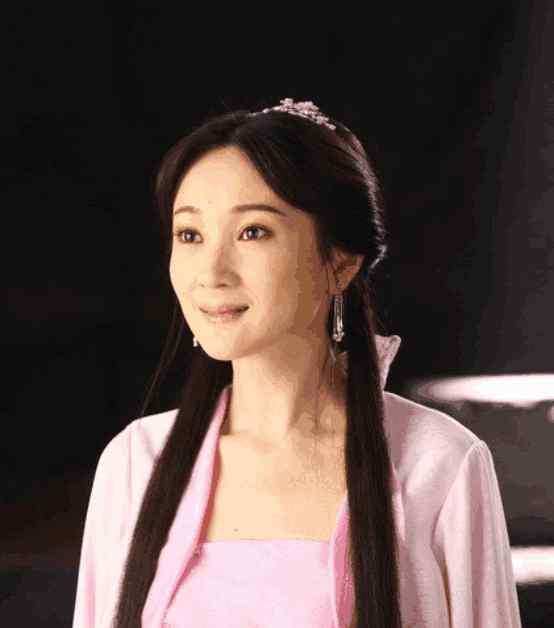 演员许还幻 许还幻原来是赵薇的同学,作品都是大制品,不火但很踏实