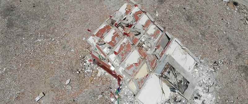 钉子户仍然在居住,建筑物倒塌过半危险系数高