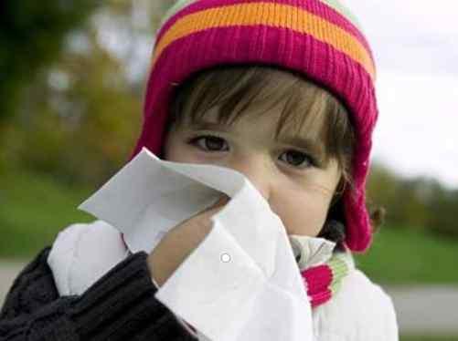 儿童经常流鼻血是什么原因 为什么秋冬季孩子总是流鼻血? 竟然是这些因素导致的