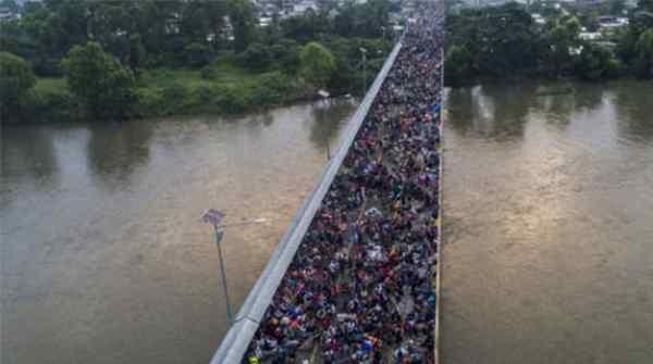 移民逼近美国边境,特朗普曾给出严厉表态