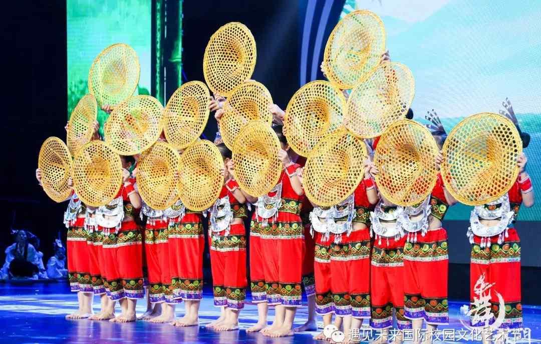黎族舞蹈 【2018舞林门萌主争霸赛】回顾丨《黎乡笠影》,轻灵俊雅的黎族舞蹈!