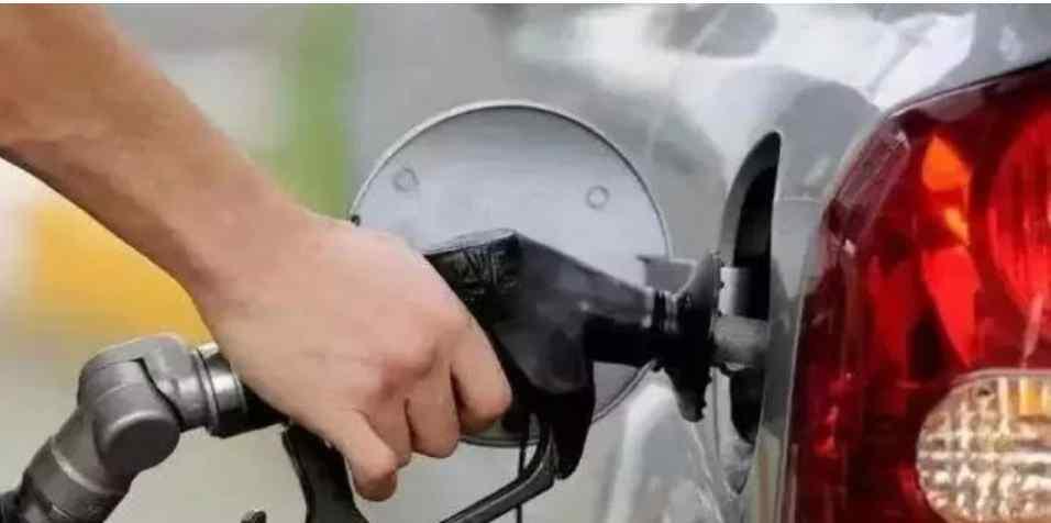 油价2连涨 加满1箱油将多花10元 油价2连涨 加满1箱油将多花10元 具体是啥情况?
