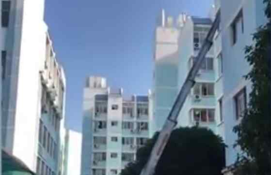 湖南大学派升降梯为学生搬寝室 网友:手动艾特自己学校