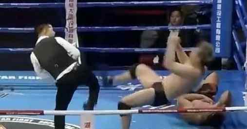拳王被日本选手吐口水 一怒之下踢翻日本教练!