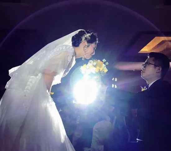 弟弟结婚了 姐姐923字长信刷爆朋友圈