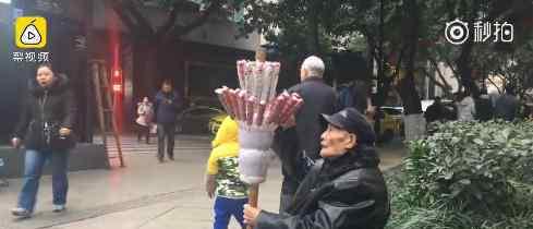 重庆卖糖葫芦爷爷后续 老爷子拒绝了网友们的爱心援助