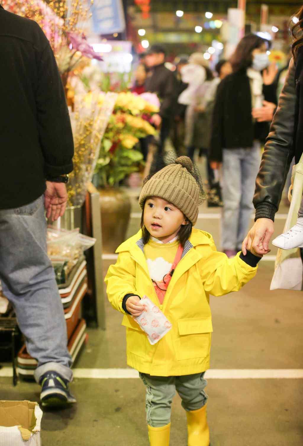 波妞 贾静雯女儿咘咘和波妞的相处,是二胎家庭最美的样子