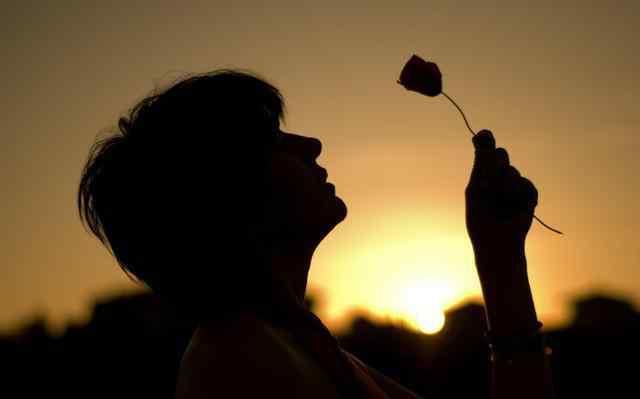 负心人歌词 经典语句:感谢负心人,让你早早看透一个人一颗心