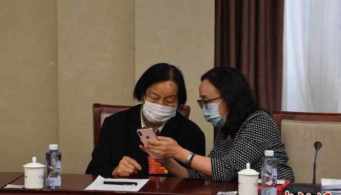 全国人大代表杨林花回忆申纪兰最后参加全国两会