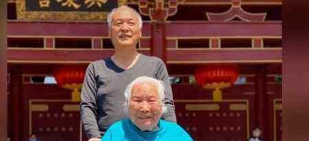 68岁教授为97岁妈妈跳舞 学生纷纷在网上点赞