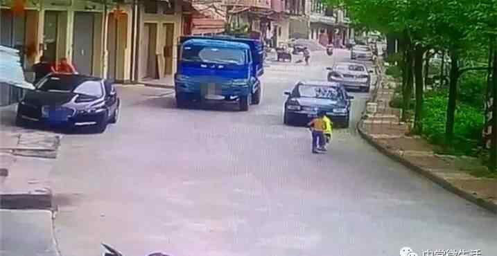 碾死 昨日,东莞一男孩遭大货车活活碾死…现场惨不忍睹!