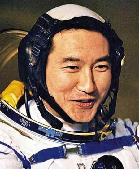 翟志刚:中国太空漫步第一人,中央军委授予航天英雄,少将军衔!