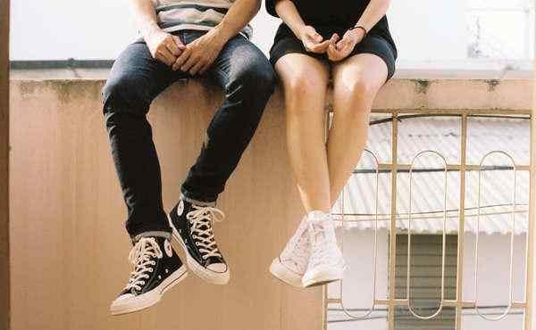 第一次和女生约会应该聊什么?第一次约会聊天冷场怎么办?
