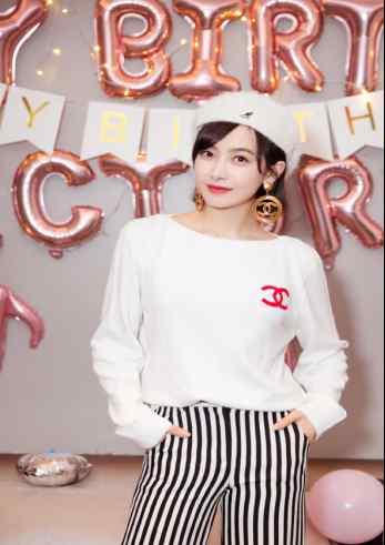 宋茜过生日时微博宣布了一个消息,让众网友讨论纷纷