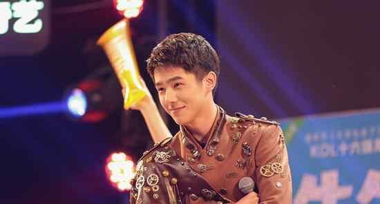 身高和脸严重不符合的明星,刘亦菲身高170cm,雷佳音最让人意外