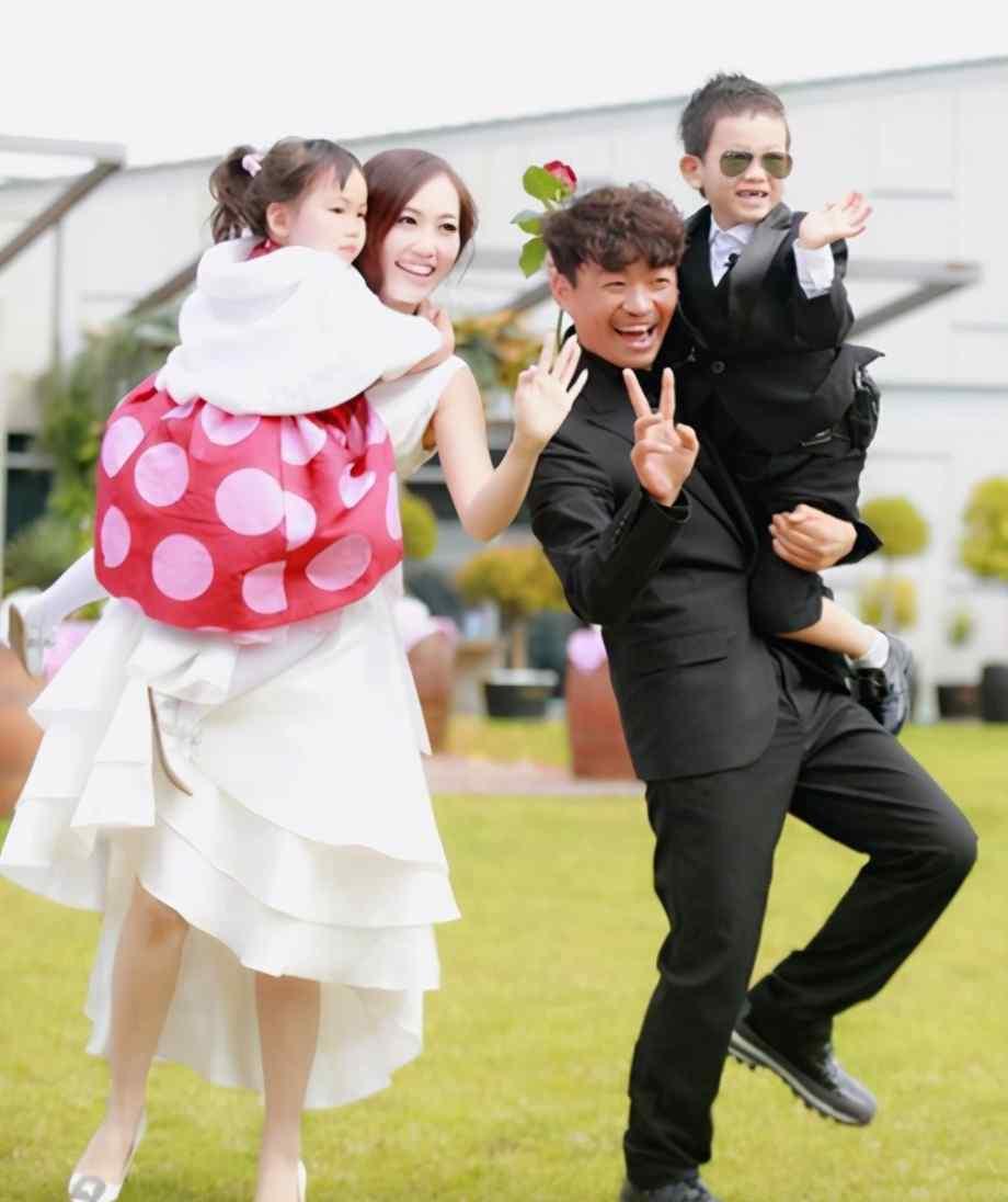 """有种""""差距""""叫王宝强和马蓉,仅离婚2年,两人处境天壤之别"""