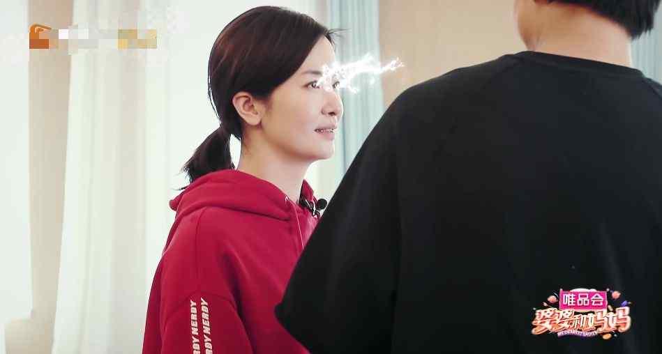 节目组邀请李佳航剧中女友来家中,谁注意到李晟表情,酸成柠檬精