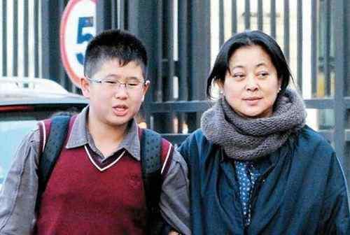 她与倪萍同病相怜,56岁为救智障儿子倾家荡产,女儿聪明漂亮
