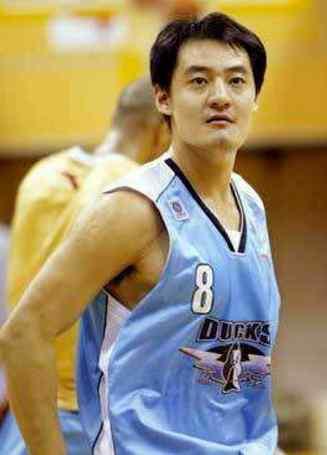 """北京男篮的队魂""""二哥""""焦健为什么28岁就选择退役?他现状如何?"""