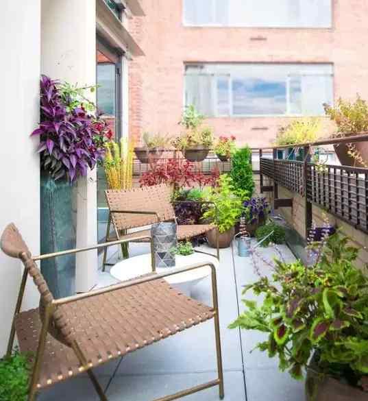 巧妙的阳台花园设计方案