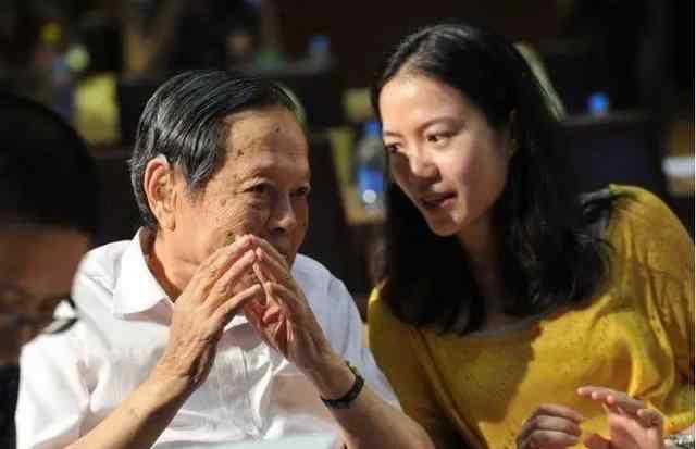 离婚后事业无望的翁帆,如何用一封信开始了和杨振宁的缘分?