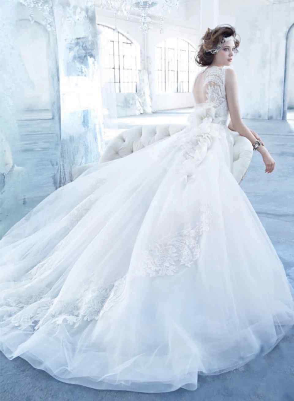 情感测试:选一款自己最喜欢的婚纱,测你最佳结婚年龄是几岁?