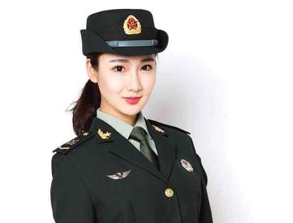 中国最美仪仗队女兵,曾是内衣模特,却因军人梦穿上军装