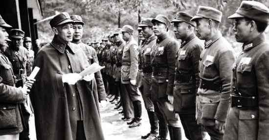 蒋介石一生有四个妻子,一个比一个厉害,其中最小的一个仅14岁