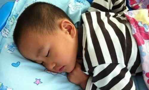 睡前打骂孩子的后果 为什么晚上睡觉前,打骂完孩子后,他们哭着哭着就睡了?让人心疼