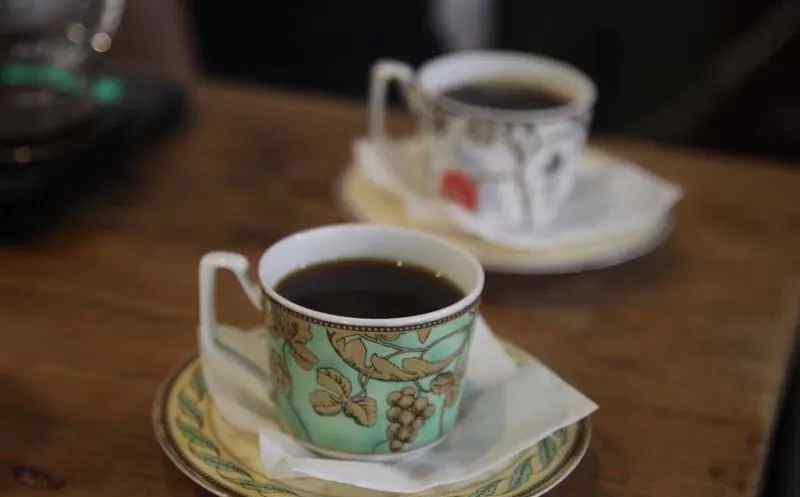 玻璃马克杯 科普一下,玻璃杯和陶瓷杯的区别 ?喝咖啡适合用什么杯?