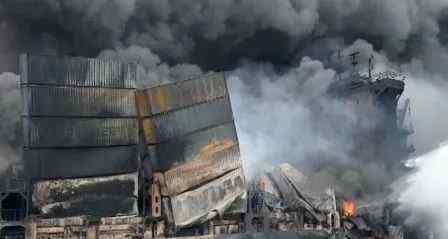 """seago 火终于灭了 这艘""""新船""""已经被烧惨面目全非"""