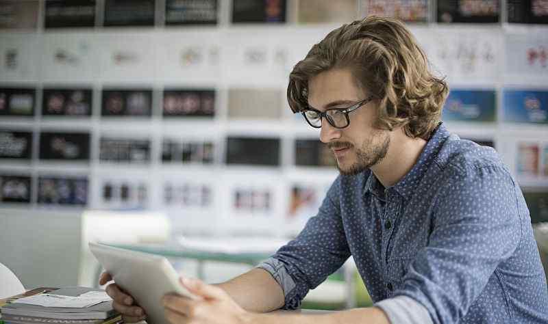 买隐形眼镜要注意什么 戴隐形眼镜要注意什么 这4个小要点 需牢牢记住了